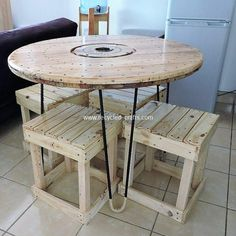 Pallet Designs Styling your house with the simple designing of the round top table and pairing of th Pallet Furniture Plans, Pallet Furniture Designs, Pallet Designs, Furniture Projects, Furniture Making, Pallet Ideas, Pallet Projects, Pallet Cabinet, Pallet Shelves