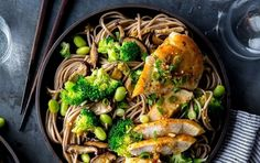 Chicken and Soba Noodle Salad With Ginger Dressing, 369 calories, protein Grilled Pineapple Chicken, Grilled Pesto Chicken, Fitness Video, Sport Fitness, Fitness Pal, Muscle Fitness, Veggie Noodles, Soba Noodles, Asian Noodles