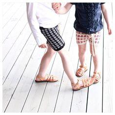 Brother and sister! #ministrikk #nordicsommershorts#sommerfin #sandalfin#kretasandaler#søskenkjærlighet