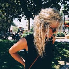 Beach Hair :: Natural Waves :: Long + Blonde :: Summer Highlights :: Messy Manes :: Free your Wild :: See more Untamed DIY Easy Hairstyle Inspiration Messy Hairstyles, Pretty Hairstyles, Wedding Hairstyles, Natural Wavy Hairstyles, Quinceanera Hairstyles, Stylish Hairstyles, Hairstyle Men, Formal Hairstyles, Hairstyle Ideas