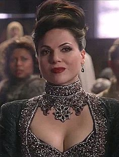 Regina Mills / The Evil Queen Necklace, hair, and dress - Lana Parrilla Regina Mills, Ouat, Once Upon A Time, Queen Outfit, Queen Dress, Best Tv Shows, Best Shows Ever, Film Manga, Divas
