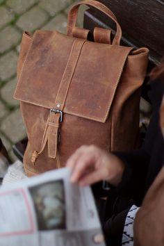 Cityrucksack Jaime   Mit diesem wundervollen Lederrucksack von Gusti Leder hast du alles stets bei dir. Er eignet sich nicht nur perfekt für Schule, Uni und Arbeit, auch in deiner Freizeit ist er ein treuer Begleiter! 2M21-20-6