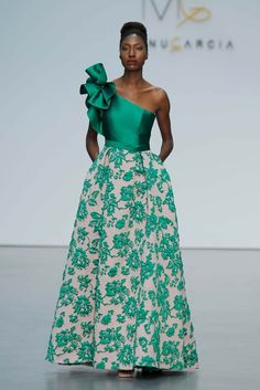 43 Ideas Dress Largos Graduacion Verde For 2019 African Fashion Ankara, African Print Fashion, African Dress, Traje Casual, Bridesmaid Dresses, Prom Dresses, The Dress, Simple Dresses, Blouse Designs