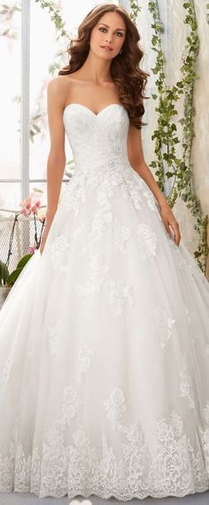 Gorgeous Tulle Sweetheart Neckline A-line Wedding Dresses with Lace Appliques