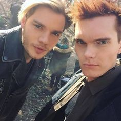 Image may contain: 3 people, selfie, closeup and outdoor Dominic Sherwood, Cassandra Clare, Jonathan Morgenstern, Clary E Jace, Constantin Film, Shadowhunters Season 3, Angel Warrior, Jace Wayland, Shadowhunters The Mortal Instruments