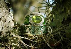 Green Man Ring with Ladies Peridot Ring. Pagan Wedding, Celtic Wedding Rings, Celtic Rings, Wiccan, Magick, Irish Celtic, Celtic Pride, Offbeat Bride, Cheap Wedding Invitations