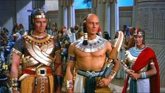Charlton Heston and Yul Brynner in The Ten Commandments 1956 Yul Brynner, The Bible Movie, I Movie, Vintage Hollywood, Classic Hollywood, Moses Movie, Charleton Heston, Republic Pictures, Prince Of Egypt