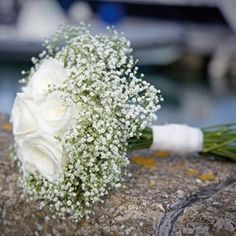 Omg the perfect touch!!! baby's breath bouquet Simple, but elegant!
