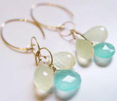 Moonstone Dangle Earrings Aqua & Vanilla par friedasophie sur Etsy