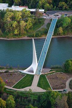 Pont Cadran Solaire ( Sundial Bridge ), fleuve Sacramento, Redding, California