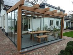 Jaw-Dropping kleine Terrasse mit Glaswänden Ideen zu kopieren The Effective Pictures We Offer You About how to build a Pergola A quality picture can tell you many things. You can find the most bea Pergola With Roof, Outdoor Pergola, Backyard Pergola, Patio Roof, Diy Patio, Patio Ideas, Corner Pergola, Covered Pergola, Metal Pergola