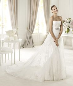 Pronovias presents the Urkidi wedding dress, Costura 2013. | Pronovias