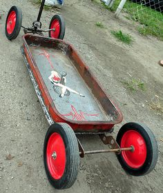 When I go to the Long Beach Auto swap meet lots of guys have tricked out their wagons Custom Radio Flyer Wagon, Radio Flyer Wagons, Rat Rods, Kids Wagon, Little Red Wagon, Best Kids Toys, Kids Ride On, Pedal Cars, Pinstriping