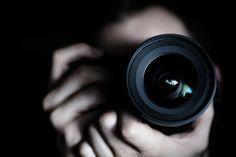 Existen diversas escuelas de fotografía tales como la Escuela Activa de Fotografía, Academia de Artes Visuales, eduMac, entre otras, las cuales tiene como función principal enseñar diferentes técnicas que mejoren la toma de imágenes.