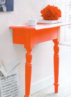 This weekend DIY entry table would be so cute in bright yellow or blue too!