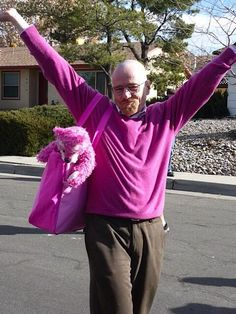 Breaking Bad Walter White really a Pink Man - Life Style - The Independent Walter White, Breaking Bad Funny, Serie Breaking Bad, Breaking Bad Jesse, Bryan Cranston, Beaking Bad, Better Call Saul, Videos Fun, Jesse Pinkman