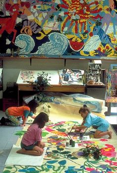 Reggio Emilia Classroom Layout (Mary Featherston's school designs). This looks like a fun and respectful way of allowing children to explore woth colours.
