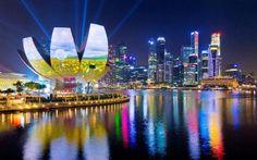 Δείτε τις σχετικές λίστες. Η Σιγκαπούρη παραμένει η πιο ακριβή πόλη στον κόσμο για να ζει κανείς, με τις τιμές στα προϊόντα ένδυσης, στα αυτοκίνητα και τα μέσα μεταφοράς να παραμένουν στα… ουράνια.