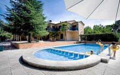 Los niños deben entrar en contacto con el agua de forma natural   www.piscinas-huelva.es