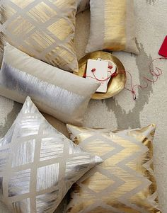 metallic #gold accent pillows http://rstyle.me/n/i88ndr9te