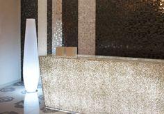 #Trend #Showroom · Vicenza, Italy - #Wall: #Liberty White, #Liberty Diamond, #Liberty Onyx, #Liberty Grey - #Top: TC 2400 (Trend Q 431) - Floor: Rose di Damasco A