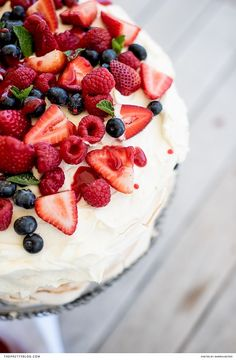 An easy to make summer pavlova with an easy to make meringue recipe and a delicious raspberry coulis | Photography by Darren Bester |  https://www.theprettyblog.com/food/pavlova-with-fresh-berries/