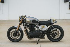 Triumph Bonneville Cafe racer by Analog Motorcycles Left Profile