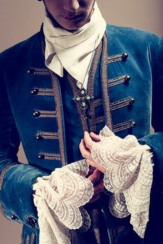 This reminds me of common Alethi menswear =) (via: Vertugadins - Costumières)