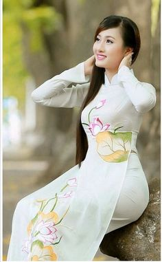 Look how without make up beauty of vietnam I like their culture Vietnamese Traditional Dress, Vietnamese Dress, Traditional Dresses, Ao Dai, Beautiful Asian Women, Sexy Asian Girls, Asian Fashion, Asian Woman, Asian Beauty
