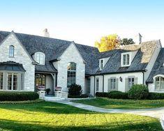 Traditional Brick And Stone Exterior #houseexteriorcolorsschemes #ExteriorDesignResidence