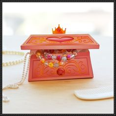 Disney Princess Jewelry Box Free Papercraft Download - http://www.papercraftsquare.com/disney-princess-jewelry-box-free-papercraft-download.html