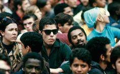 Ítala Nandi, Chico Buarque e Gilberto Gil na Passeata dos Cem Mil contra a ditadura militar, em 26 de junho de 1968, fotografados por David Drew Zingg. Veja também: http://semioticas1.blogspot.com.br/2011/08/paginas-de-realidade.html