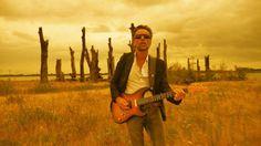 Fragment uit de videoclip van EENZAAMHEID (Het Goede Doel - album: OVERWERK). Eenzame gitarist Joost Vergoossen gefilmd door eenzame filmer Marcel Vossen op afgelegen locatie in het diepe zuiden van het land.