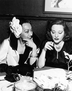 Tallullah Bankhead y Gloria Swanson.