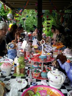 Alice mad hatter tea party