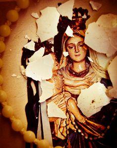 """""""Sacra Famiglia mitocondriale - Lèse majesté"""", trittico, opera di Neuma Project (Cinzia Carrus)"""