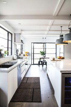 8 industrial-chic kitchen ideas. Photography by @cookrepublic.