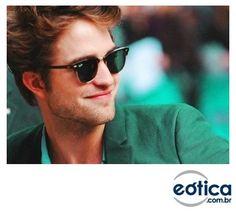 Robert Pattinson com os óculos de sol Ray-Ban Club Master #clubmaster #rayban #sunglasses #oculosdesol