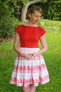 Sewing - The Stepford Wife does Christmas Dress {via Jennifer Lauren Vintage} - Bodice pattern is the BHL Anna dress, with a circle skirt Vintage Sewing Patterns, Clothing Patterns, Dress Patterns, Handmade Clothes, Diy Clothes, By Hand London, Colette Patterns, Bodice Pattern, Anna Dress