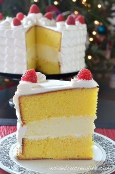 Lemon Cheesecake Cake - 2 lemon cake layers filled with a vanilla cheesecake and topped with Cool Whip frosting Dessert Lemon Desserts, Lemon Recipes, Mini Desserts, Just Desserts, Lemon Cakes, Plated Desserts, Lemon Cheesecake, Cheesecake Recipes, Dessert Recipes