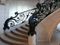 Париж, стиль бель эпок.  Чугунная  решетка  лестницы  в  Малом  дворце.  Архитектор  Шарль  Жиро.