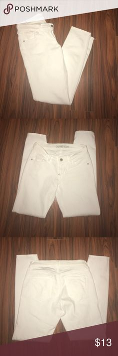 Old Navy Rockstar skinny jeans White Old Navy Rockstar skinny jeans. Never worn. Old Navy Jeans Skinny