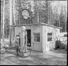 Shell gas station, Sweden Shell Oil Company, Shell Gas Station, Motorcycle Workshop, Pompe A Essence, Old Gas Pumps, Old Gas Stations, Filling Station, Oil Industry, Old Trucks