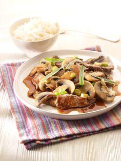 Een overheerlijke gewokte rundreepjes met parijse champignons en basmatirijst, die maak je met dit recept. Smakelijk! Stir Fry Wok, Delish, Food And Drink, Pasta, Ethnic Recipes, Drinks, Spice, Rice, Meat