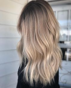 Trendfrisuren Frank, akkurater Mittelscheitel oder The french language Lower Kick the bucket Frisurentrends 2020 Hair Color Balayage, Blonde Color, Hair Highlights, Chunky Highlights, Caramel Highlights, Color Highlights, Hair Color Blondes, Blond Hair Colors, Hair Ideas For Blondes