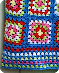 Coco Rose Diaries: Going Back. Granny Square Crochet Pattern, Crochet Squares, Crochet Granny, Crochet Blanket Patterns, Knitting Patterns, Granny Squares, Knit Or Crochet, Crochet Motif, Crochet Designs
