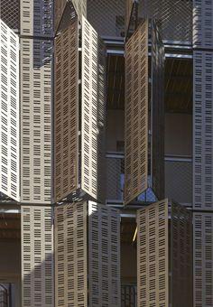 Social-housing units, offices and shops in Le Marais area, Paris / Atelier du Pont - Architecture Lab Building Skin, Building Facade, Facade Architecture, Contemporary Architecture, Pont Paris, Marais Paris, Facade Pattern, Casa Patio, Solar Shades