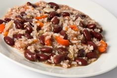 Rice and Beans-One cup of cooked medium-grain brown rice contains 218 calories and half a cup of black beans offers 100 calories. Throw in some veggies, and you have a satisfying meal under 400 calories. Diabetic Recipes, Veggie Recipes, Healthy Recipes, Veggie Food, Lean Recipes, Skinny Recipes, Food Food, Healthy Foods, Healthy Rice
