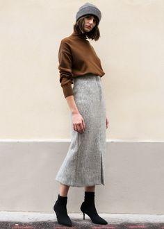 "#newarrivals #heathergrey #textured #pencilskirt #thefrankieshop #frankiegirl #frankienyc Long Heavyweight Pencil Skirt w/Front & Back Center Slit Zip Front Closure. Lined 70% Polyester, 18% Acrylic, 12% Rayon 34"" Length, S/26"" Waist, M/28"" Waist Dry Clean Imported"