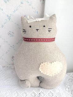 This little kitten is the perfect companion for Piccola Lucia (larger cat pictured). She is 20cm high x 16cm wide.